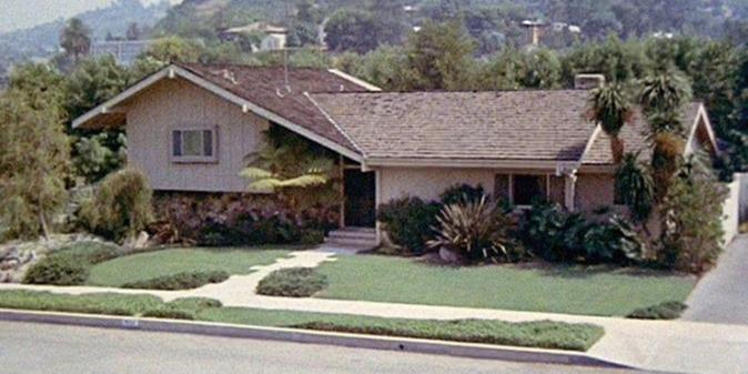 How Many Brady Bunch Spin-Offs Are There? & 9 More Questions About The Bradyverse, Answered How Many Brady Bunch Spin-Offs Are There? & 9 More Questions About The Bradyverse, Answered